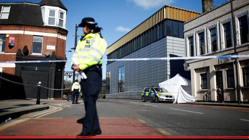 Six stabbings in hours trigger London police urgent meeting