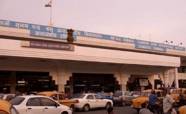 কলকাতা বিমানবন্দরে অস্ত্র-গুলিসহ বাংলাদেশি আটক