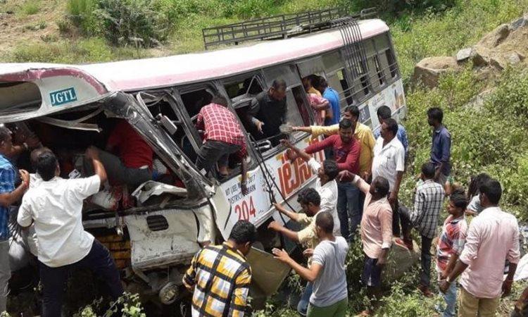 ভারতের তেলেঙ্গানায় বাস দুর্ঘটনায় শিশুসহ ৪৫ তীর্থযাত্রী নিহত