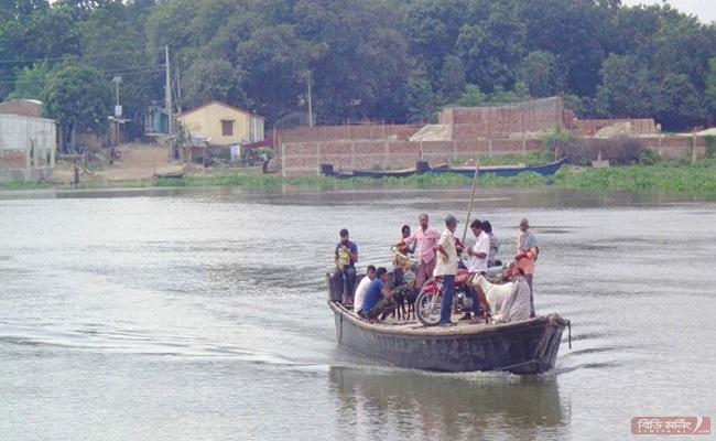 চাঁপাইনবাবগঞ্জে বাড়ছে পদ্মা ও মহানন্দার পানি