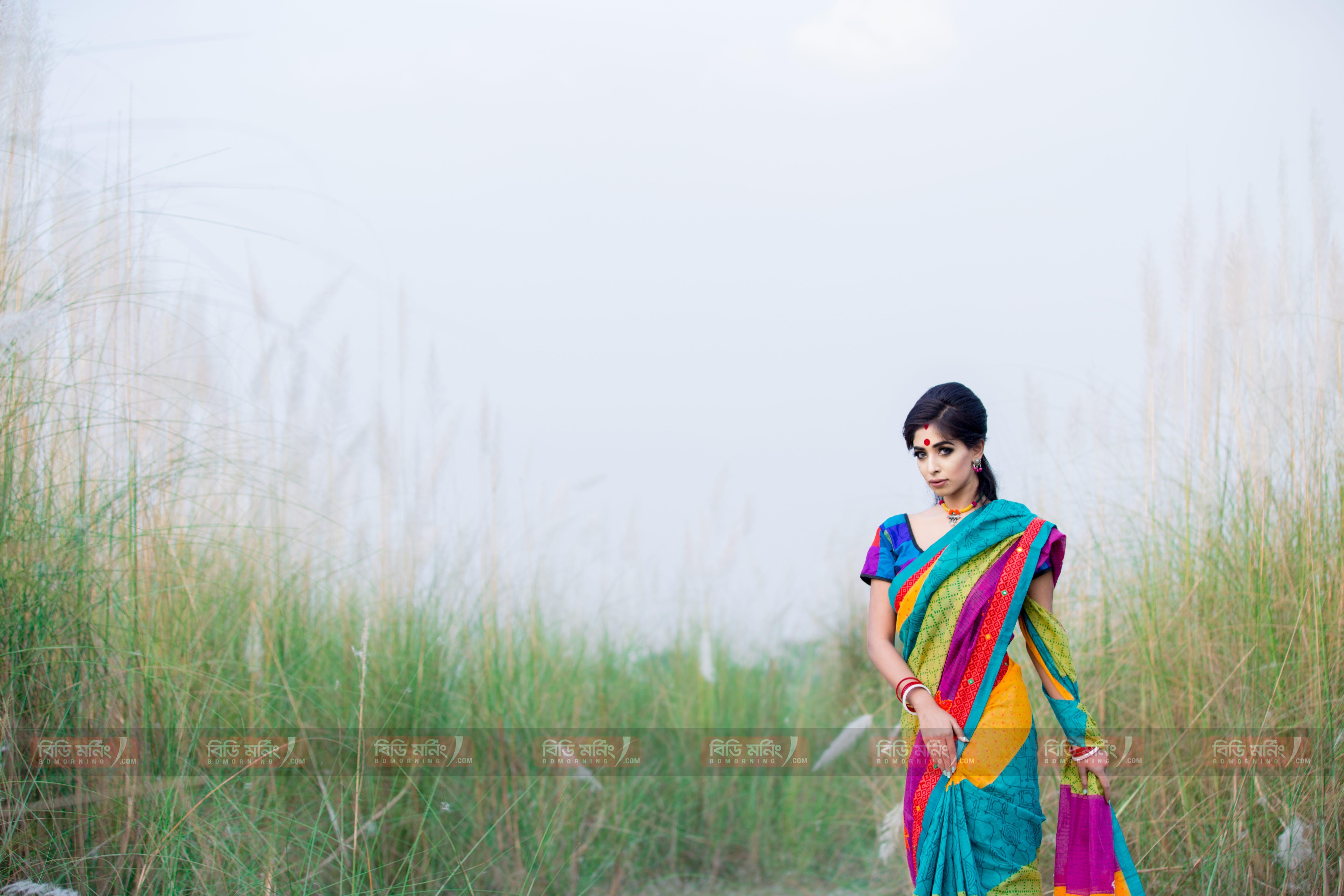 মডেলঃ তাসনিয়া ছবিঃ দীপন চন্দ্র  পোশাকঃ বিশ্বরঙ  জুয়েলারিঃ ক্রাফট এন ক্রেজ